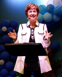 Jodi speaking at New Life Covenant Church - in Chicago
